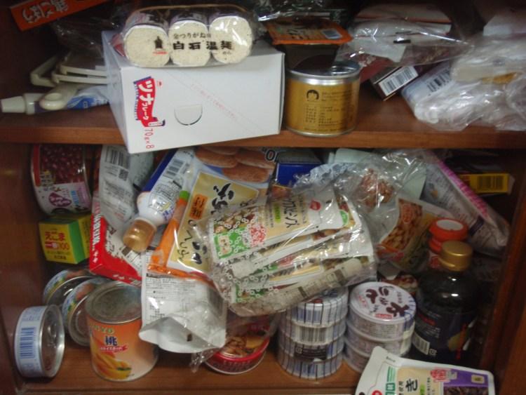食器棚食材before