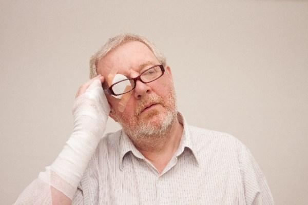 霰粒腫の原因と治し方!放置で自然治癒する?目薬では治らない?