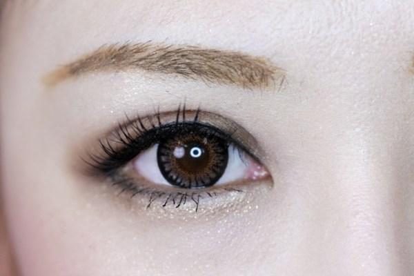 左右の目の大きさが違う原因は?治すにはどうすればいい?