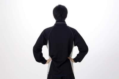ピリピリ!チクチク!背中のしびれの原因は病気?かゆい、痛い、場合は・・・