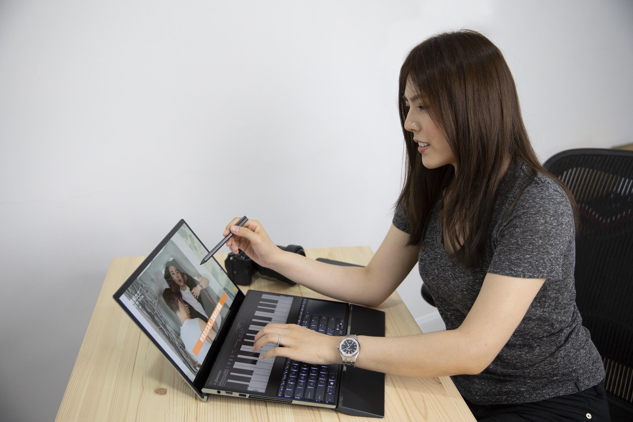 ASUS ZenBook Pro Duo進行音樂剪輯、影片後製等繁雜多工處理,大大提升作品的品質和速度。