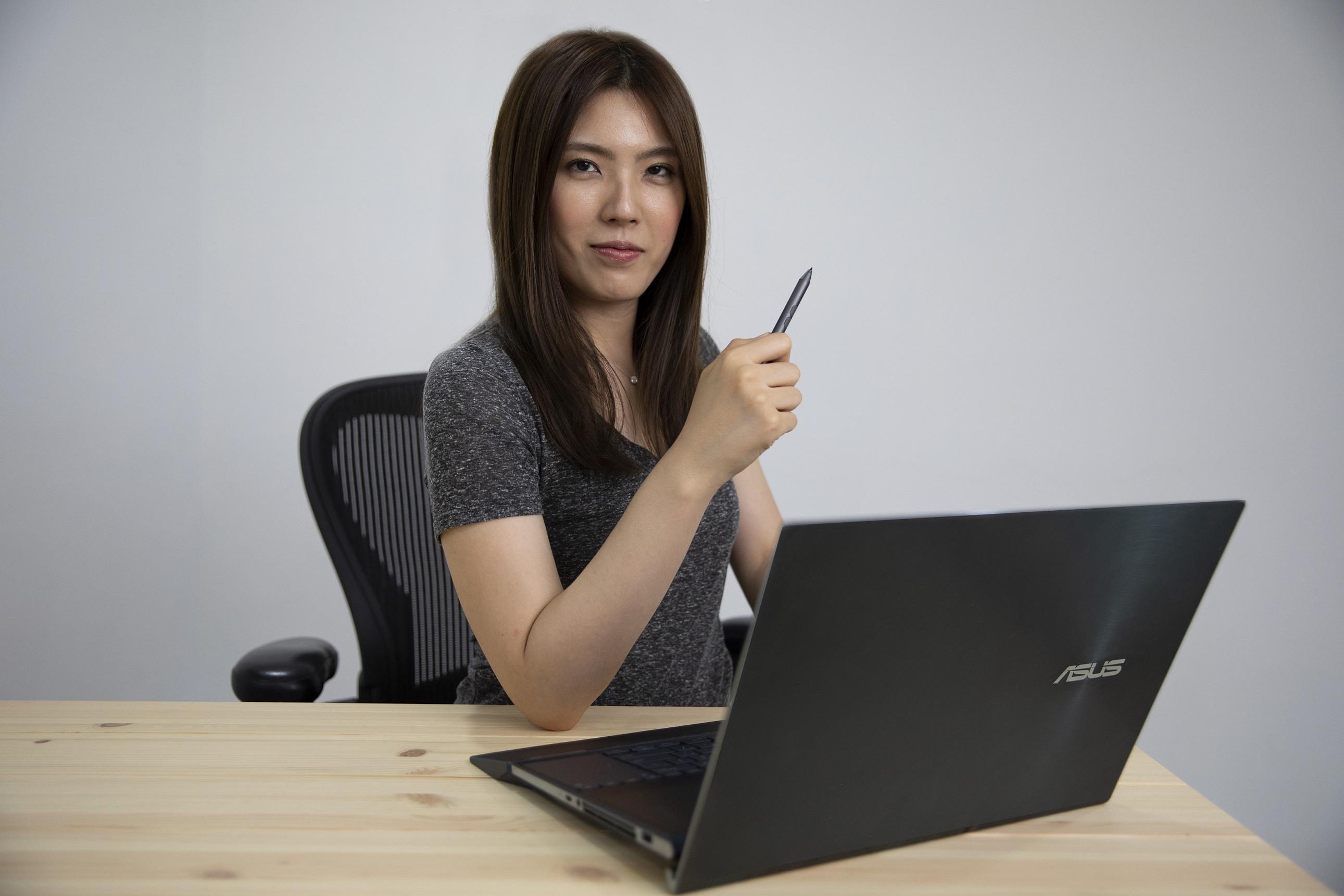 YouTuber理科太太讚賞ASUS ZenBook Pro Duo為史上最強的創作者筆記型電腦。