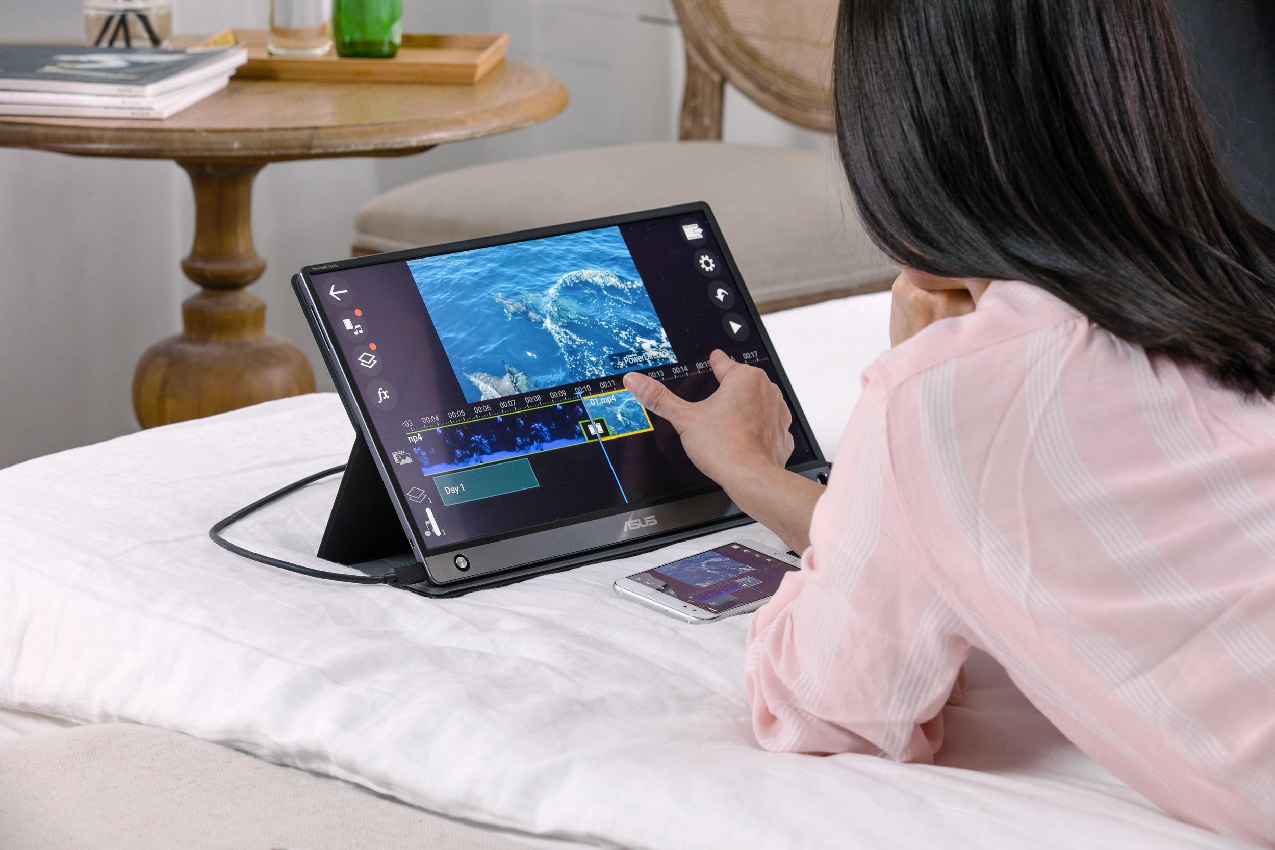 ZenScreen Touch應用程式,使用者可將Android手機連結至ASUS ZenScreen Touch MB16AMT,利用大螢幕檢視與操控手機中的應用程式