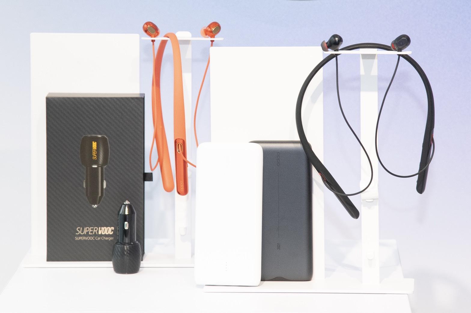 OPPO無線耳機系列OPPO Enco Q1與無線耳機OPPO Enco M1也正式亮相,預計10月中上市,一體成形結合科技與藝術