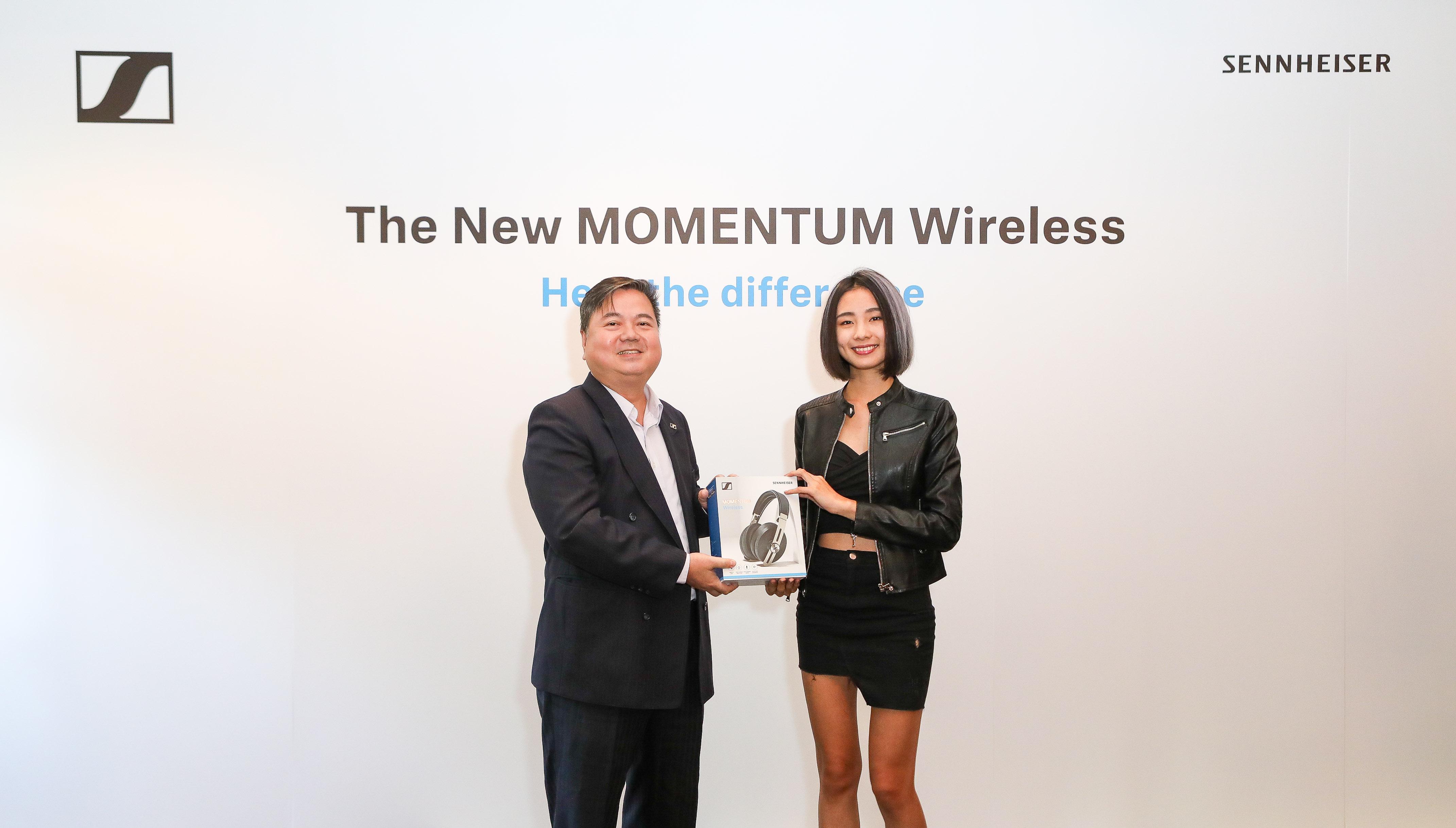Sennheiser台灣地區總代理商 - 宙宣有限公司總經理 洪明賢先生致贈全新MOMENTUM WIRELESS智能耳機