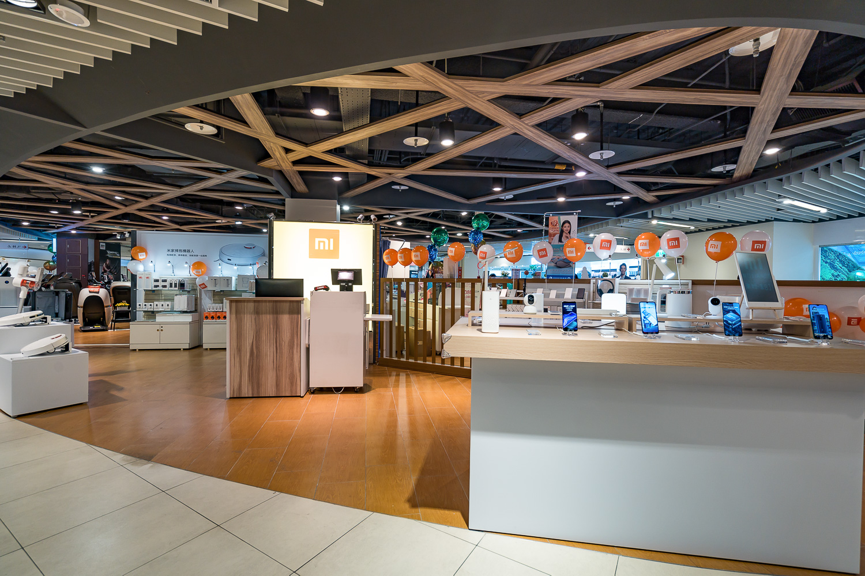 13坪的展售空間,展示多項小米熱門商品,販售小米台灣引進的全系列產品