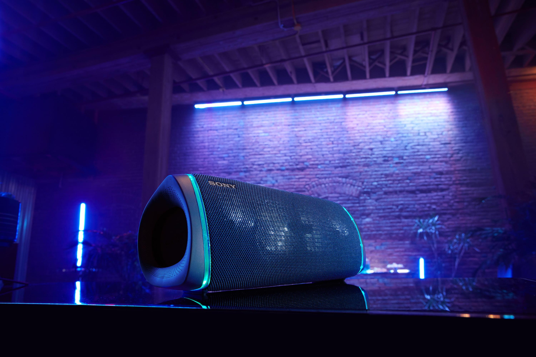 4) SRS-XB43和XB33支援「LIVE SOUND模式」和內建LED燈可隨著節拍同步閃爍