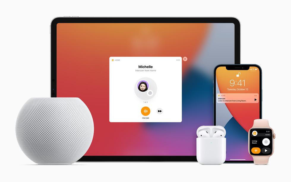 「廣播」功能提供一種快速輕䯳的方式,方便你傳送訊息給每位家庭成員,不論是在兩部 HomePod 之間互傳,或是傳到 iPhone、iPad、Apple Watch、AirPods 和 CarPlay 上,都能行得通。
