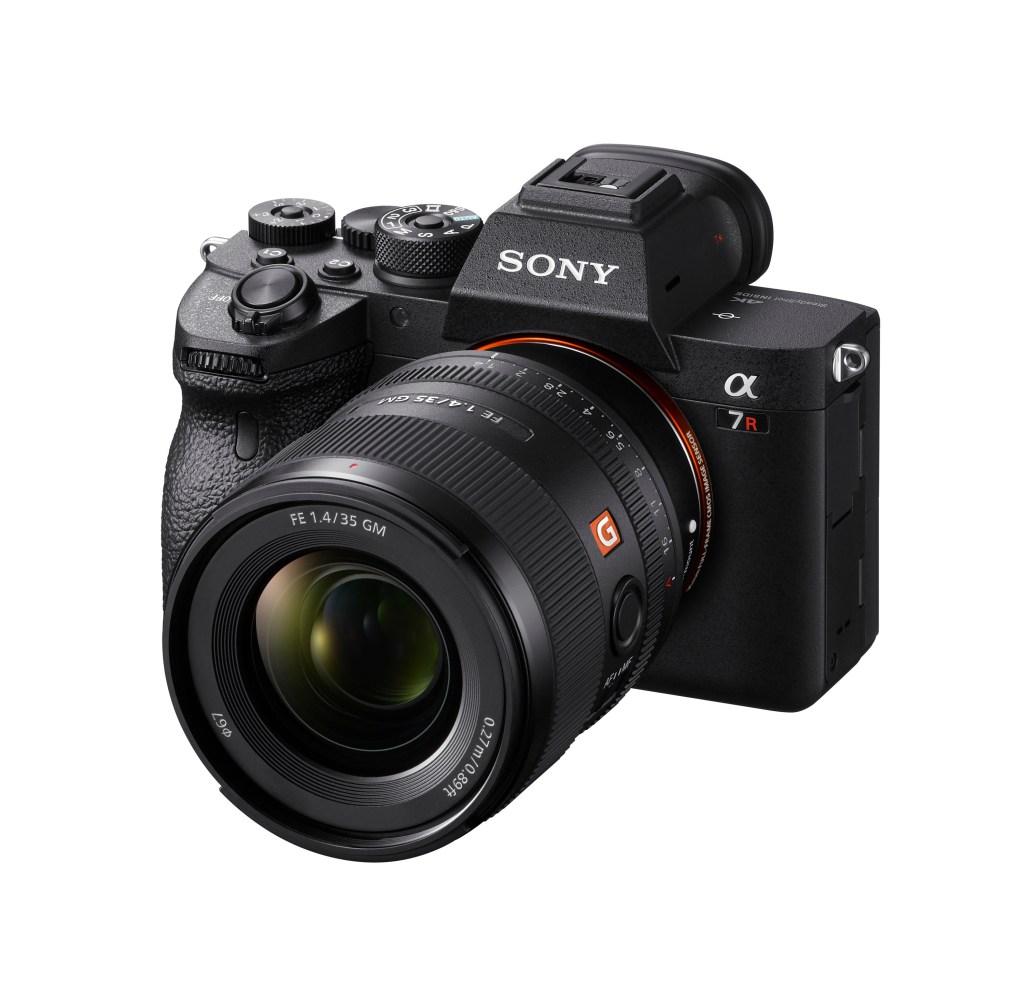 Sony FE 35mm F1.4 GM 採用獨家的雙 XD (極高動態) 線性馬達,提供精確自動對焦追焦效能,在任何距離下皆能呈現極佳解析度。
