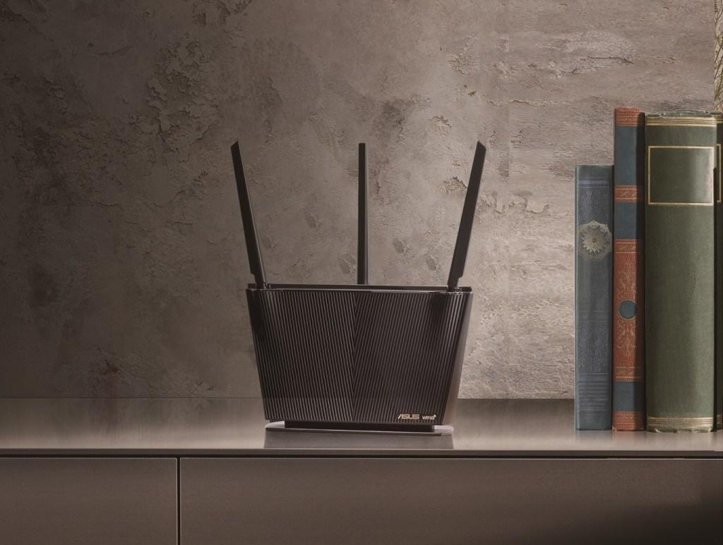 流線典雅的ASUS「RT-AX68U」採用垂直設計與特殊材質塗裝,完美融入居家風格,由內而外滿足數位生活所需。