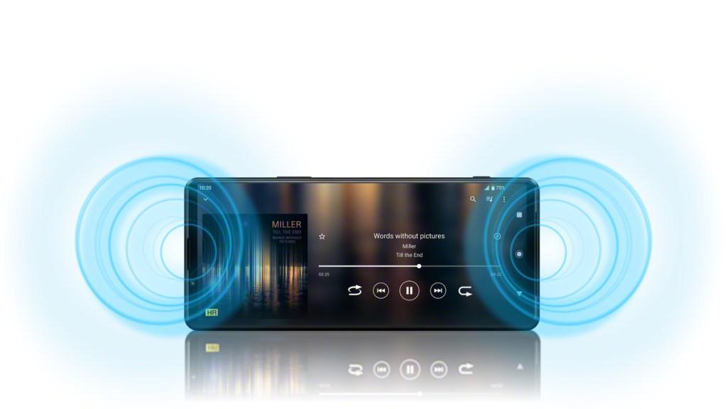 Xperia 1 III及Xperia 5 III搭載進階的劇院級環繞立體聲喇叭,較前一代提升40%音量