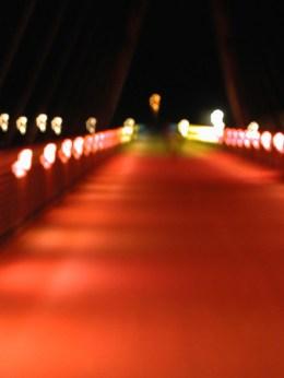 Farbfoto. verschwommene Brücke