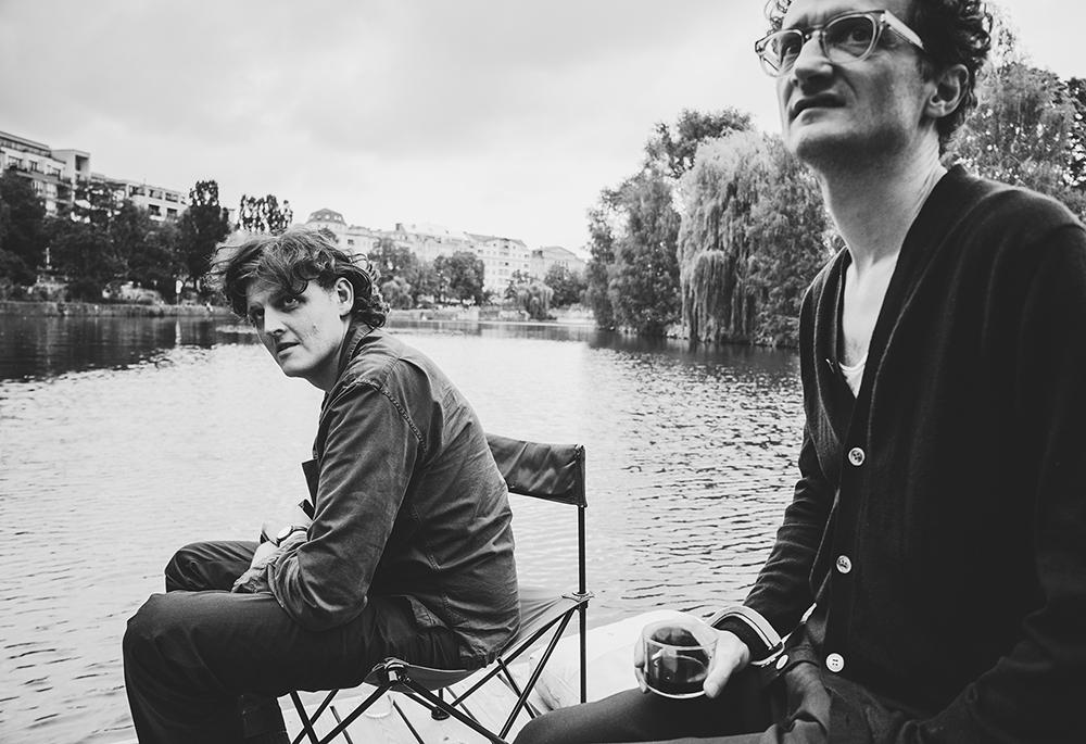 sw-Foto: auf dem Fluss