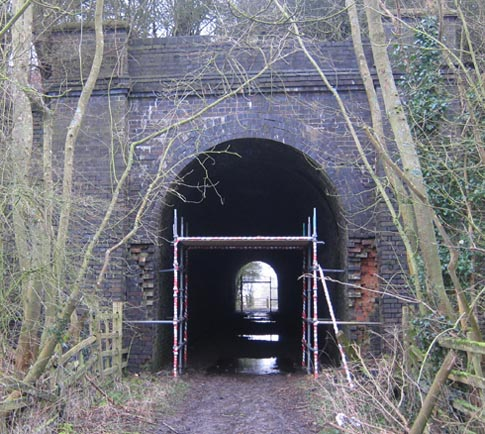 Western entrance to bridleway AY4 tunnel under former Great Central Railway