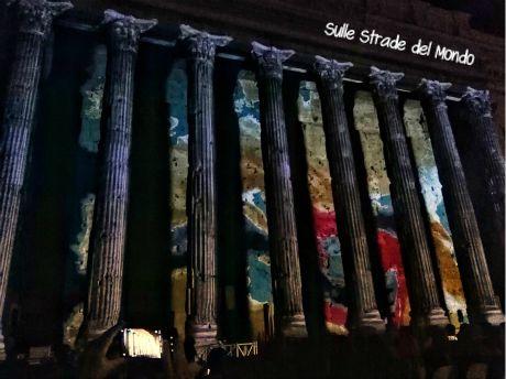 Spettacolo luci tempio di adriano