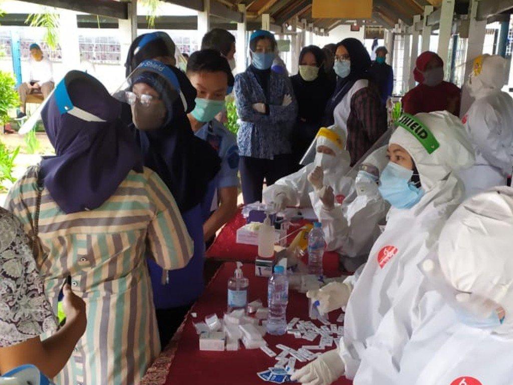 Pemeriksaan Rapid Test di LPP Bolangi Gowa