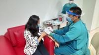 Ilustrasi pemberian vaksin Covid-19 yang dilakukan tenaga kesehatan Kementerian Kesehatan RI.