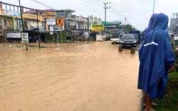 Banjir,  Warga Palang Jalan Poros Anduonohu