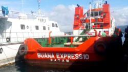 Kapal Tug Boat Buana Express 10 yang diamankan KSOP Kendari, Minggu (22/7/2018). (Foto: Wayan Sukanta/SULTRAKINI.COM)