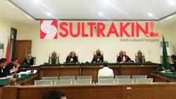 Terpidana Ridwan Lamaroa saat sidang vonis di Pengadilan Tipikor pada Senin (12/11/2018). (Foto Ifal Chandra/SULTRAKINI.COM)