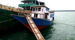 Gelombang Tinggi, Kapal Rute Wanci-Lasalimu Ditunda Keberangkatannya