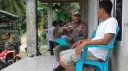 Kabid Penegakan Perda Satpol PP Buton, La Ode Zahaba saat berdialog dengan Direktur PT Arfah Indo Sarana, Selasa (12/3/2019). (Foto: Satpol PP untuk SULTRAKINI.COM).