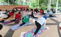 Di Kendari, Masyarakat bisa Olahraga Yoga Sekaligus Berdonasi