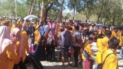 Pelepasan ribuan mahasiswa UHO dalam KKN 2019. (Foto: Muh Yusuf/SULTRAKINI.COM)