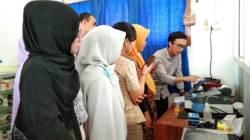 Pelatihan penggunaan dan perawatan alat laboratorium pendidikan bersama teknisi dari Kemenristek Dikti di Bina Husada Kendari, Senin (16/9/2019). (Foto: La Niati/SULTRAKINI.COM)