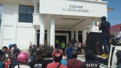Demo Barisan Rakyak Konawe di depan Kantor DPRD Konawe, Senin (11/11/2019). (Foto: Istimewa).
