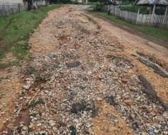 Warga Desa Pola di Muna Keluhkan Jalan Rusak Seperti Sungai Kering