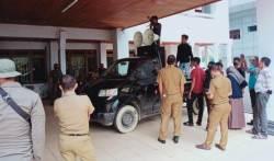 Demonstran Tagih Janji Ketua DPRD Sultra akan Pimpin Demo Tolak TKA