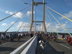 Usai Diresmikan, Jembatan Bahteramas Mulai Dipadati Warga