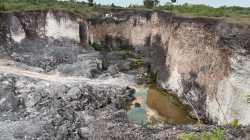 Lahan bekas tempat penambangan ilegal galian C di Kecamatan Wangiwangi, Wakatobi. (Foto: Amran Mustar Ode/SULTRAKINI.COM)