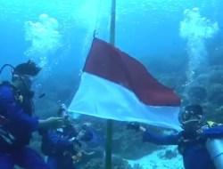 Komunitas Dive dan Polairud Kibarkan Bendera Merah Putih Dibawah Laut Wakatobi dengan Prokes
