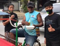 Jumat Berkah, Relawan ASR Kendari Bagi-bagi Makanan, Masker hingga Handsanitaizer