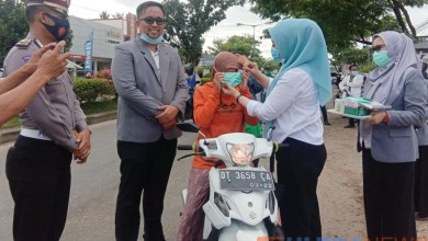 Photo of Peringati Word Pharmacists Day, IAI Konawe Berbagi Masker dan Hand Sanitizer