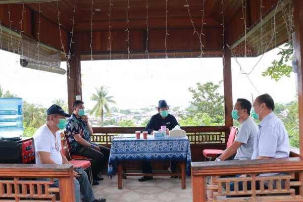Antisipasi Corona Virus, Walikota GSVL Sementara Terima Tamu di Gasebo dan Halaman Rumah