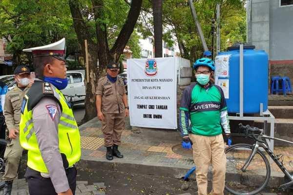 Pantau Lokasi Tempat Cuci Tangan Umum, Walikota GSVL Ajak Warga Gotong Royong Lawan Covid-19
