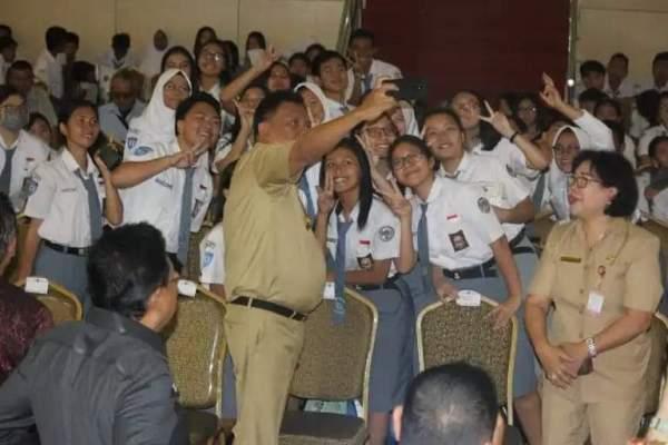 Virus Corona, Gubernur Olly Instruksikan Sekolah Diliburkan 16 – 30 Maret 2020