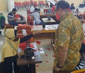 Tangkal Corona, Gubernur Olly Berdayakan UMKM Produksi Masker Kain