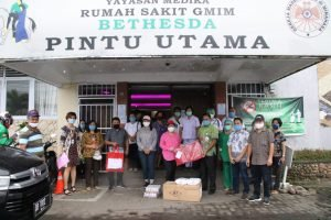 Tergerak Hati, Keluarga Dondokambey-Tamuntuan Sumbang 350 APD untuk Tim Medis