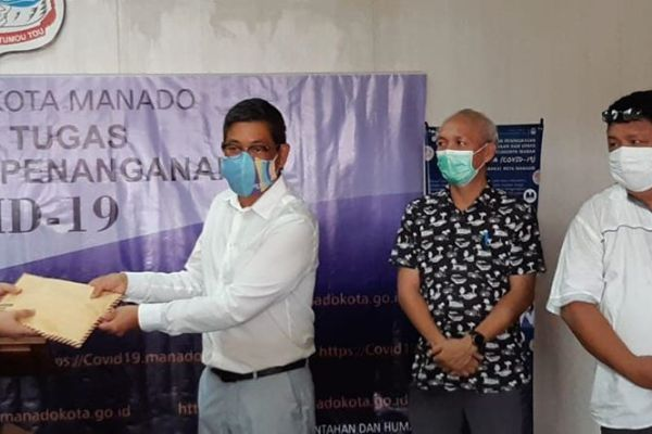 Gotong-Royong Tokoh Lintas Agama Malalayang Donasikan Uang Tunai Rp 39 Juta, Bersama Pemkot Manado Lawan Covid-19