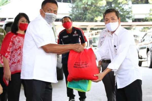 May Day, May Day! Serikat Buruh di Sulut dapat Paket Sembako dari Gubernur Olly