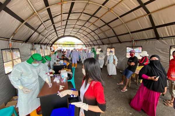 PKM Ranotana Lakukan Rapid Test di Pasar Pinasangkulan Karombasan