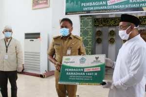 Gubernur Olly Bersama Baznas Bagikan 1.500 Paket Ramadhan untuk Kaum Dhuafa