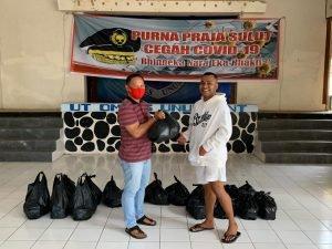 Bhinneka Nara Eka Bhakti, Purna Praja Sulut Bagi Sembako untuk Mahasiswa Luar Daerah Terdampak Covid-19