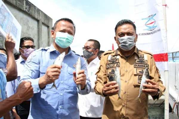 Pose Kompak Menteri Edhy dan Gubernur Olly Pegang Ikan Malalugis, Lecut Spirit Kebangkitan Sektor Perikanan Sulut