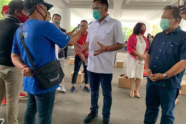 Ingatkan Kembali Disiplin Protokol Kesehatan, Gubernur Olly Salurkan 5.000 Paket Balasa Kemenparekraf