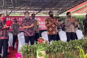Bakti Sosial Bersama Forkopimda, Gubernur Olly Apresiasi Pencanangan Kampung Tangguh Nusantara di Desa Kanonang Satu